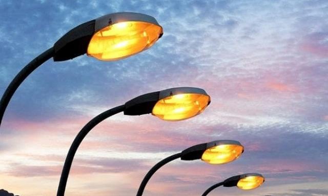 lavori di sostituzione dei corpi illuminanti strade cittadine